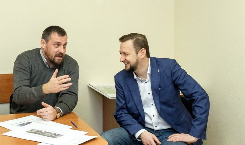 На фото единоросс Назар Галат (слева) и экс-главный архитектор Первоуральска Константин Гартман, в настоящее время осужденный за получение взятки