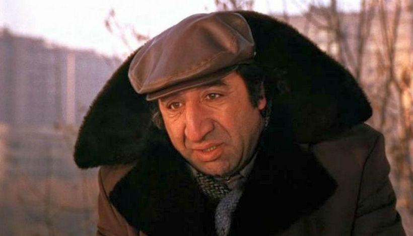 На фото: советский комедийный актер Фрунзик Мкртчан в кадре фильма «Мимино».