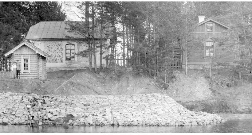 За лавами на берегу Чусовой стояло здание водокачки/Фото музея истории СвЖД. Так здание выглядело в начале XX века