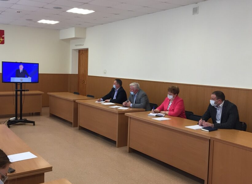 В 2021 году в кадре пресс-службы гордумы только четыре человека/Фото: prvduma.ru