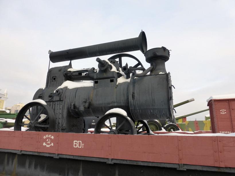 Локомобиль на платформе поезда — экспонат музея в Верхней Пышме/ Фото: pervo.info