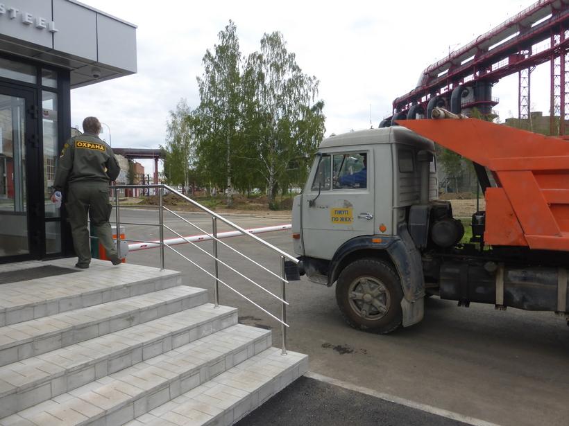 На проходной ООО «Киберсталь» появилась охрана.