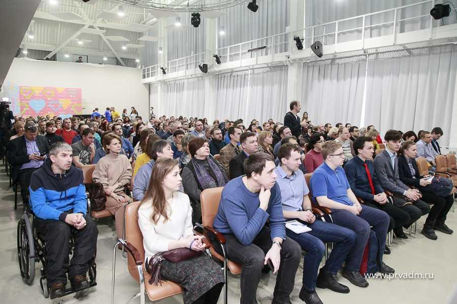 Полный зал «обсуждателей». Дружно тянули ручки «одобрямс». Теперь чем-то недовольны.\Фото:prvadm.ru
