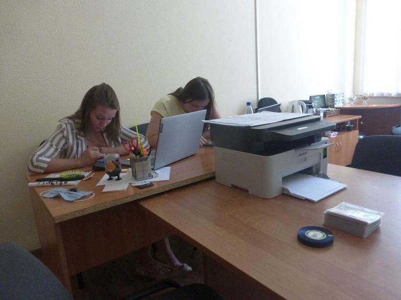 Приветливые, но очень занятые девушки «Центр общественного наблюдения»